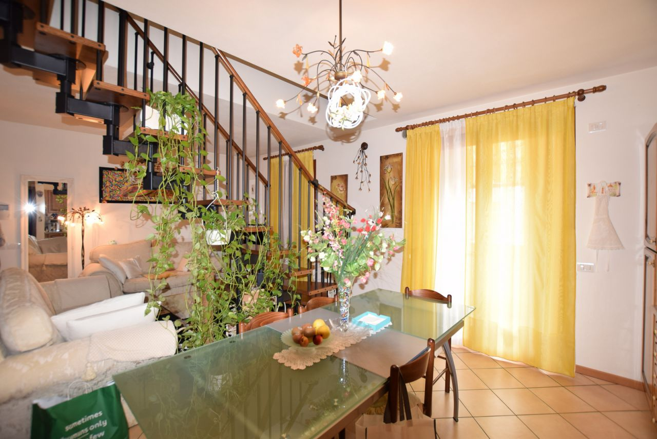 Appartamento in ottime condizioni in vendita Rif. 7037570