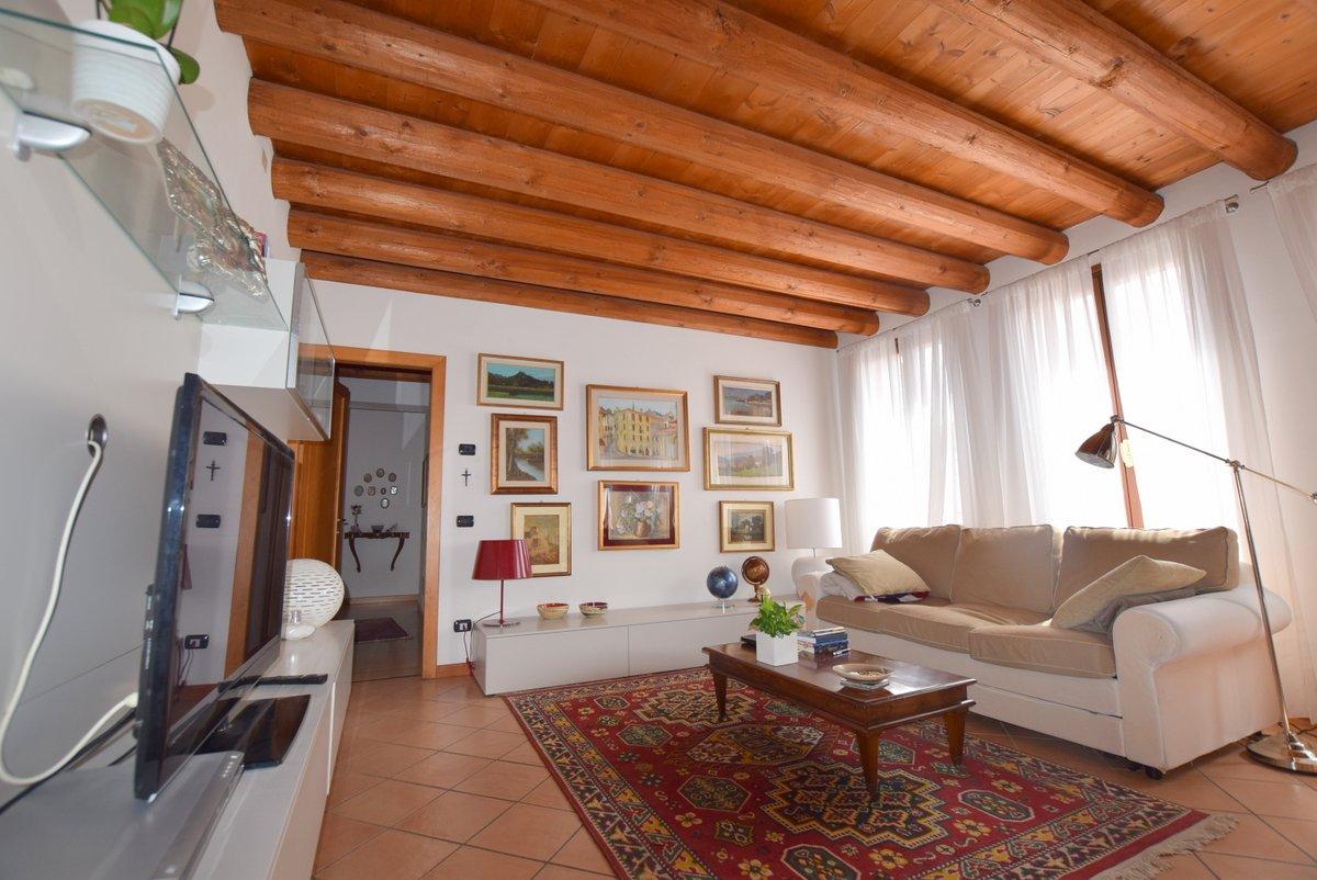 Appartamento in ottime condizioni in vendita Rif. 7532959