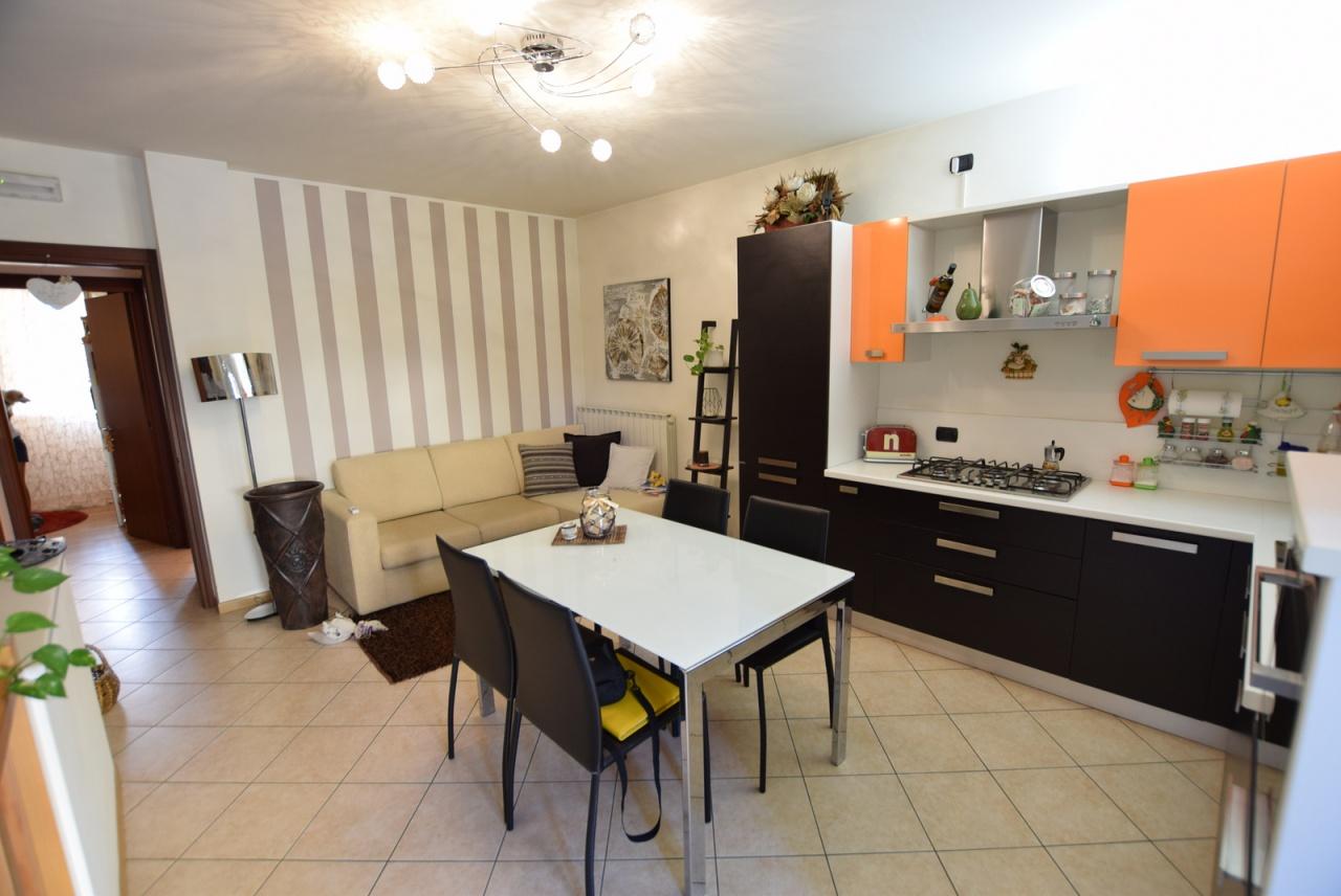Appartamento in ottime condizioni arredato in vendita Rif. 7880495
