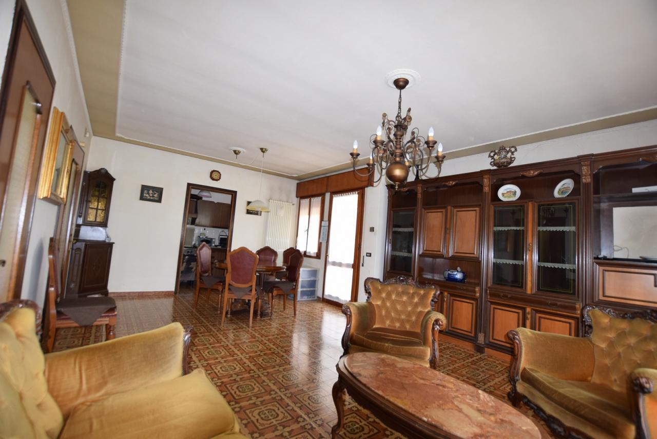 Appartamento da ristrutturare in vendita Rif. 7961387
