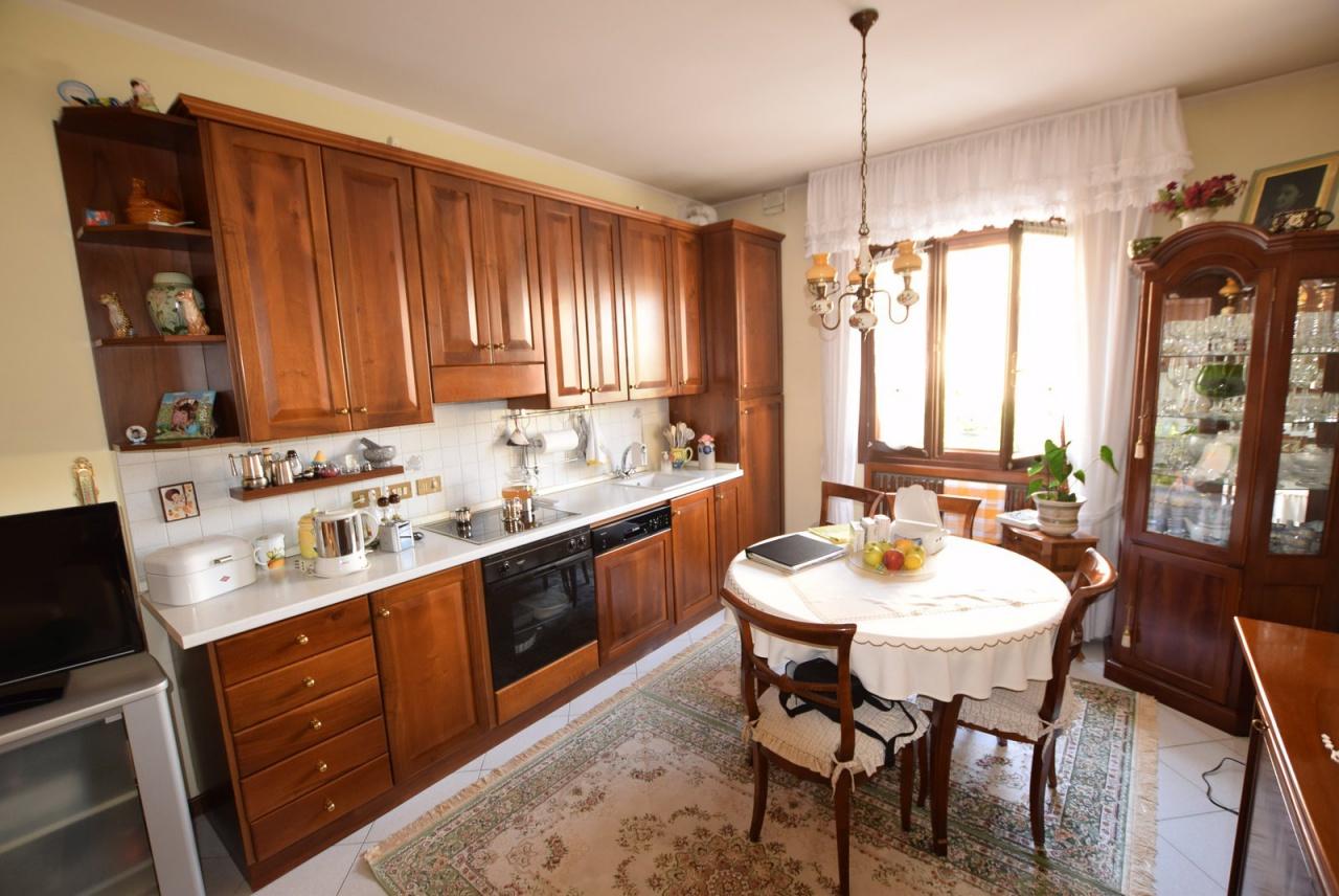 Appartamento in buone condizioni in vendita Rif. 8280399