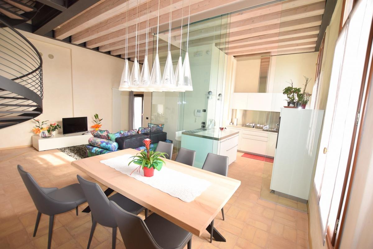 Appartamento in ottime condizioni in vendita Rif. 8294118