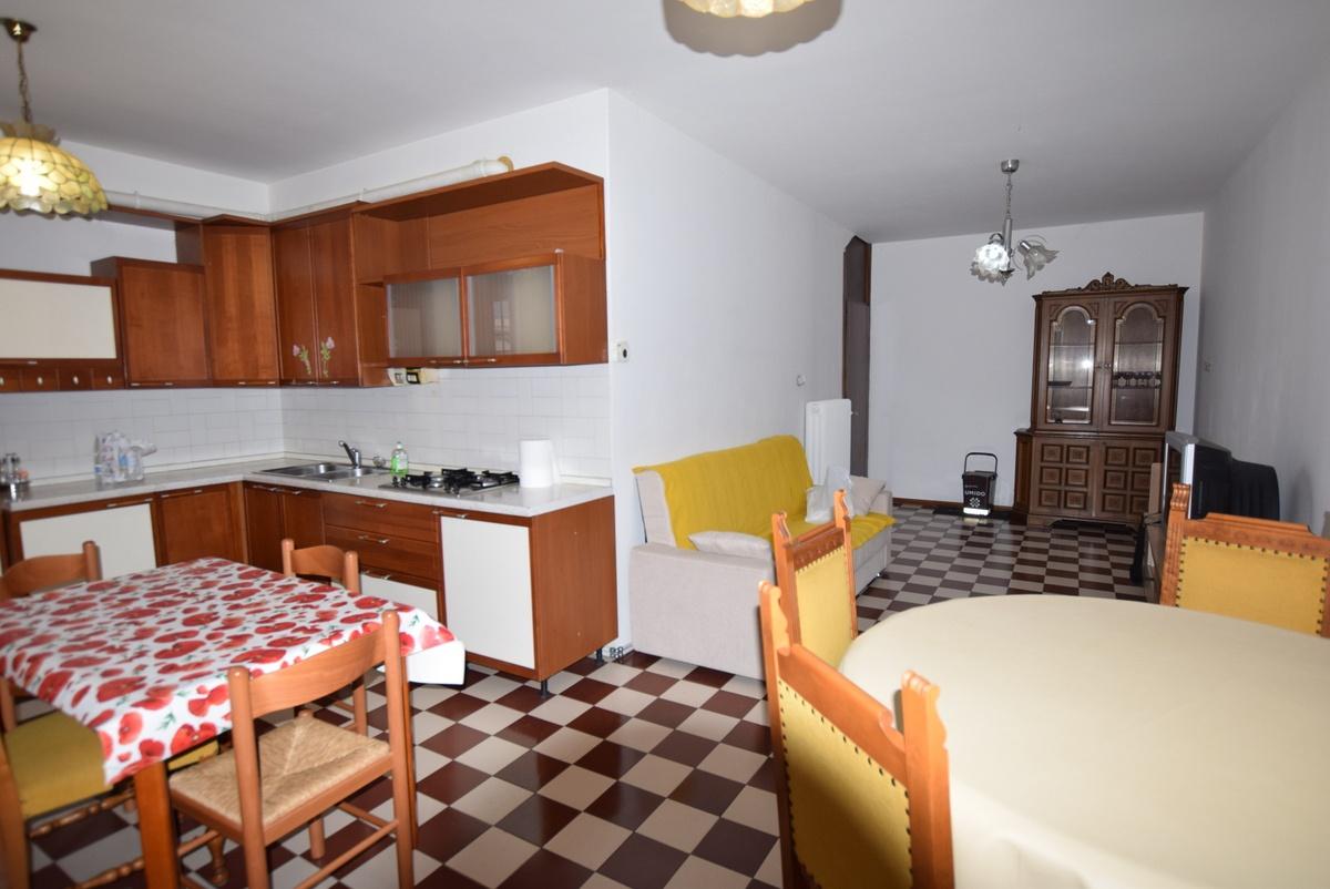 Appartamento da ristrutturare arredato in vendita Rif. 8378062