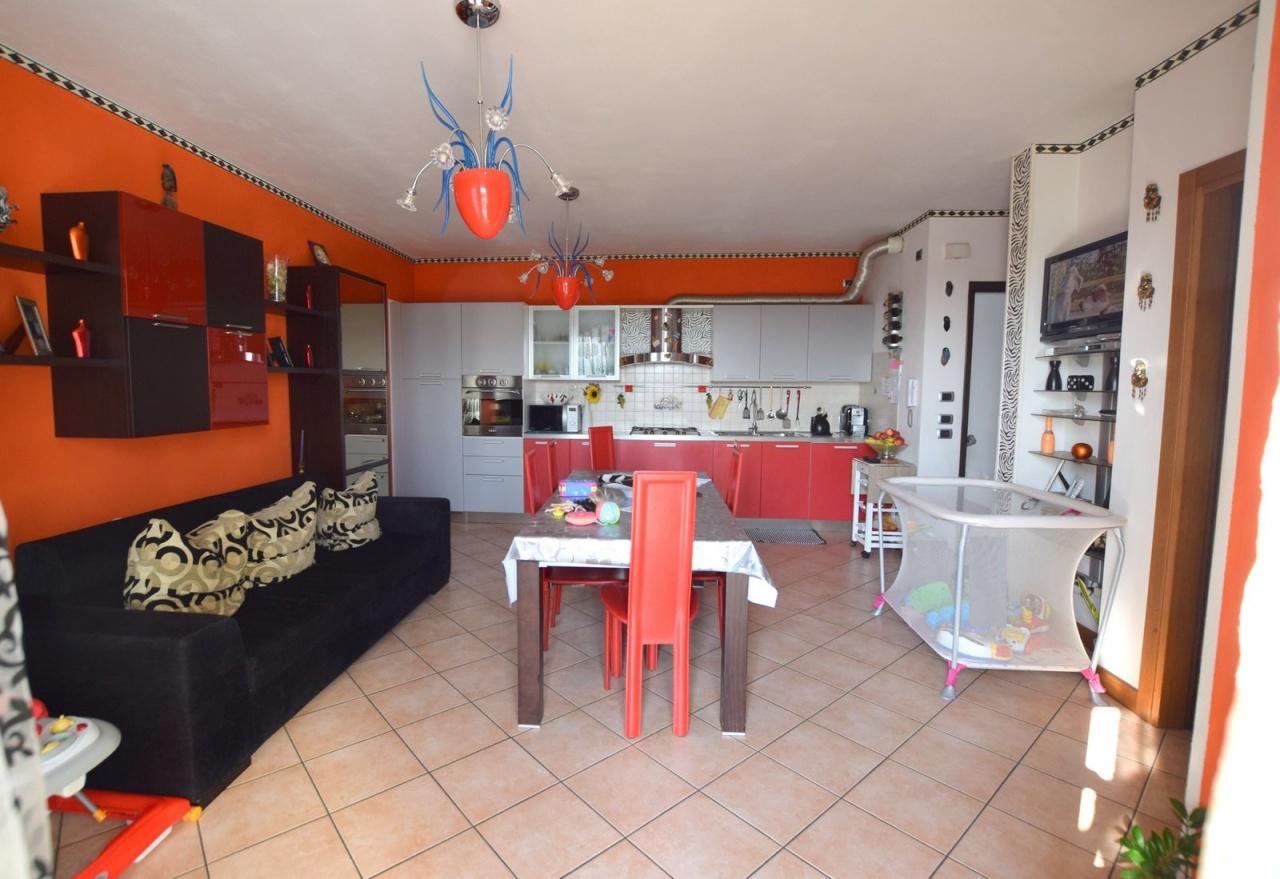 Appartamento in buone condizioni in vendita Rif. 8405798