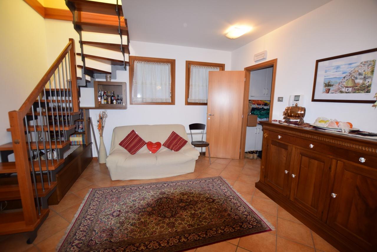 Appartamento in ottime condizioni in vendita Rif. 8456925