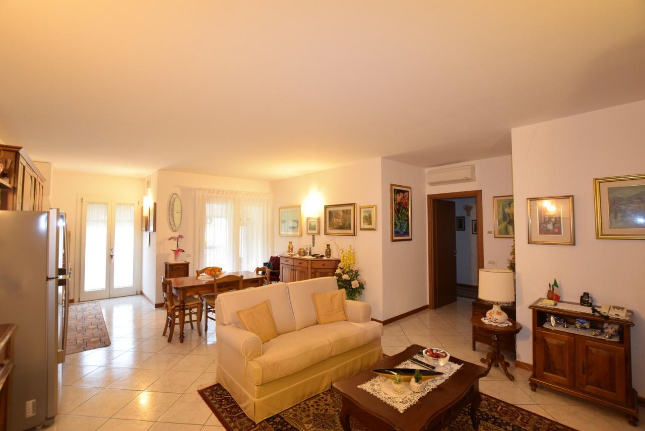 Appartamento in ottime condizioni in vendita Rif. 8456927