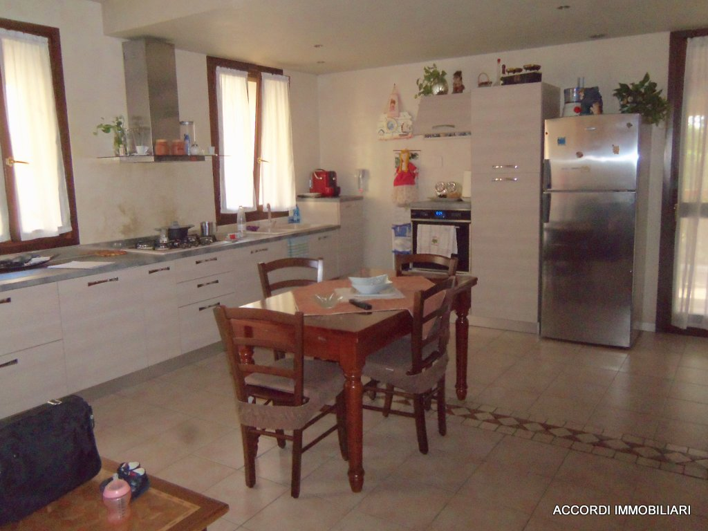 Appartamento in buone condizioni in vendita Rif. 8486919
