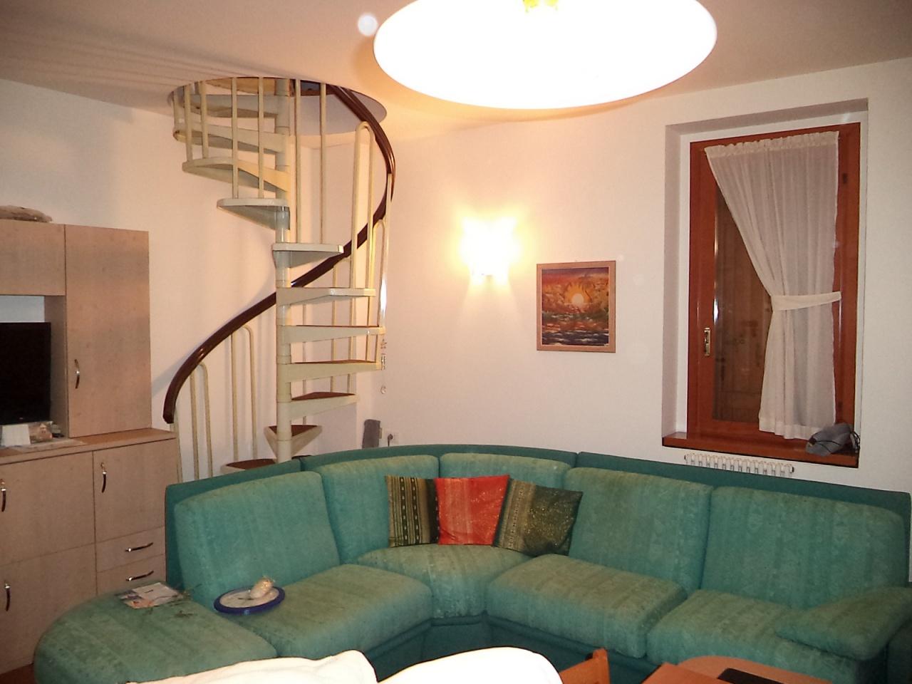 Appartamento in buone condizioni arredato in vendita Rif. 8570492