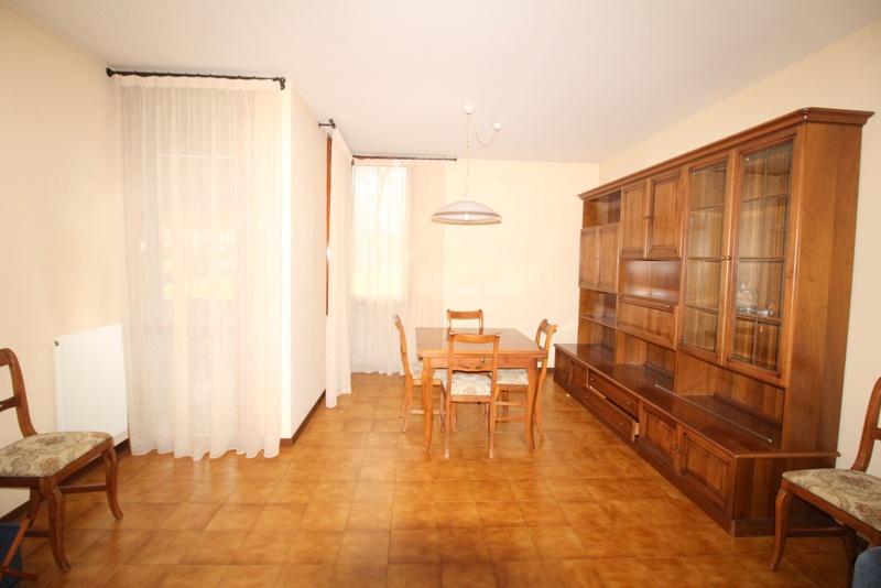 Appartamento in buone condizioni in vendita Rif. 8891736