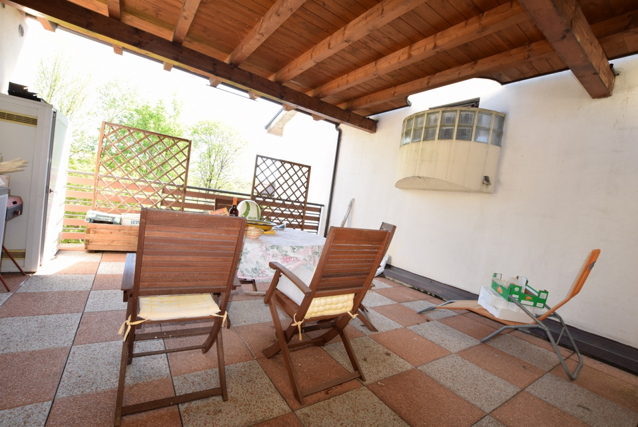 Appartamento in buone condizioni arredato in vendita Rif. 8969858