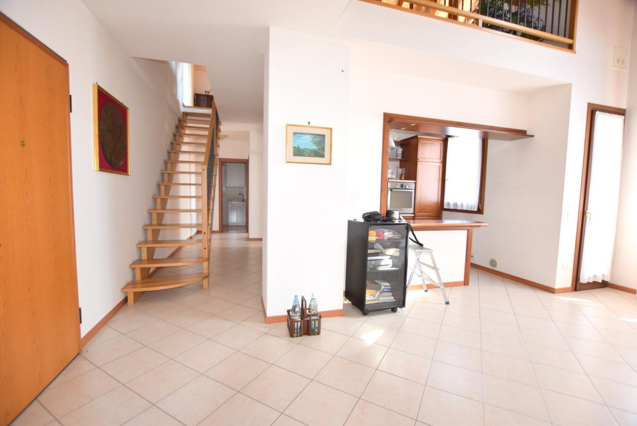 Appartamento in ottime condizioni in vendita Rif. 8969859