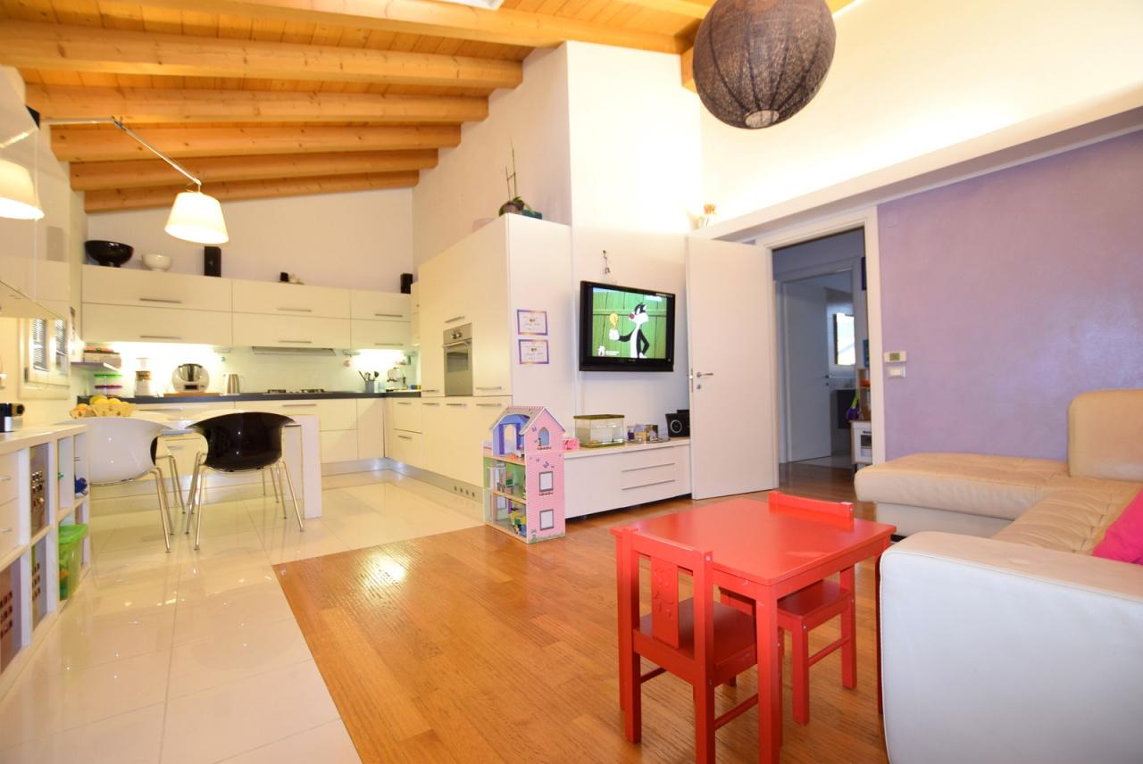 Appartamento in ottime condizioni in vendita Rif. 8969860
