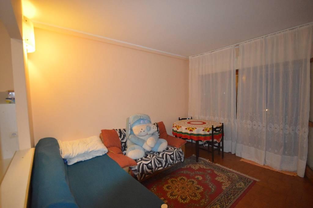 Appartamento in buone condizioni arredato in vendita Rif. 9021681
