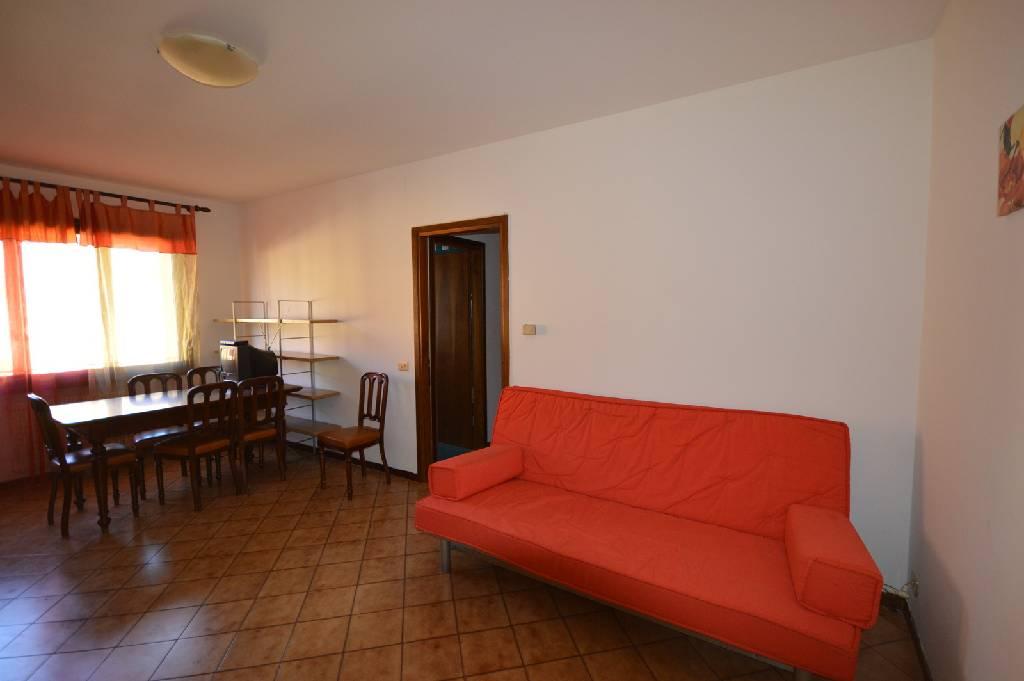 Appartamento in buone condizioni arredato in vendita Rif. 9063655