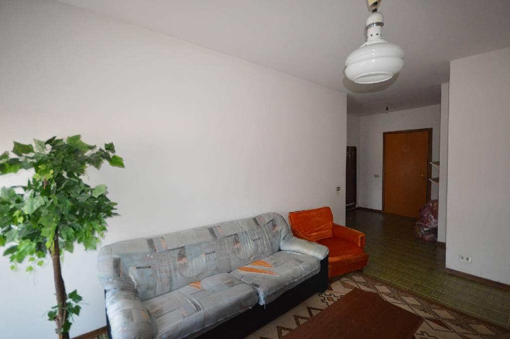 Appartamento da ristrutturare in vendita Rif. 9063658