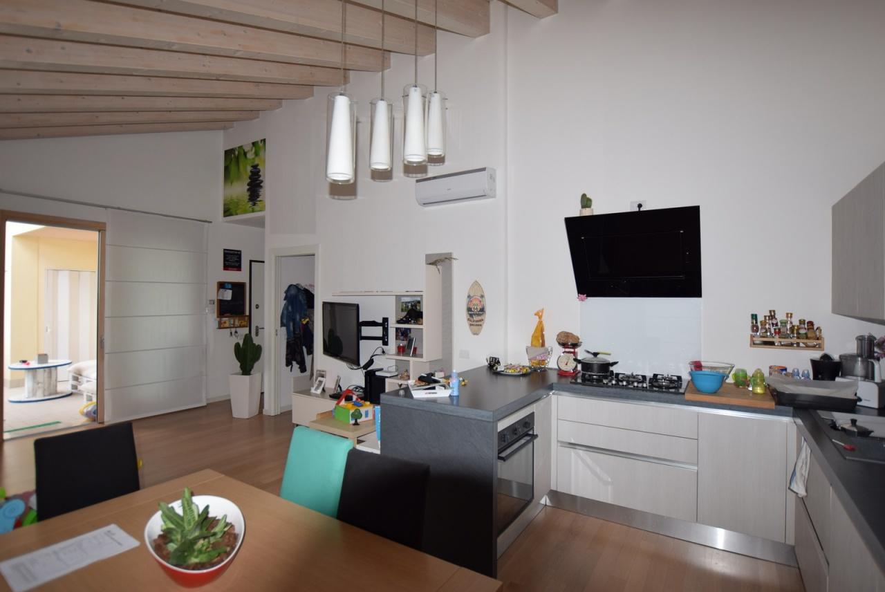 Appartamento in ottime condizioni in vendita Rif. 9063660