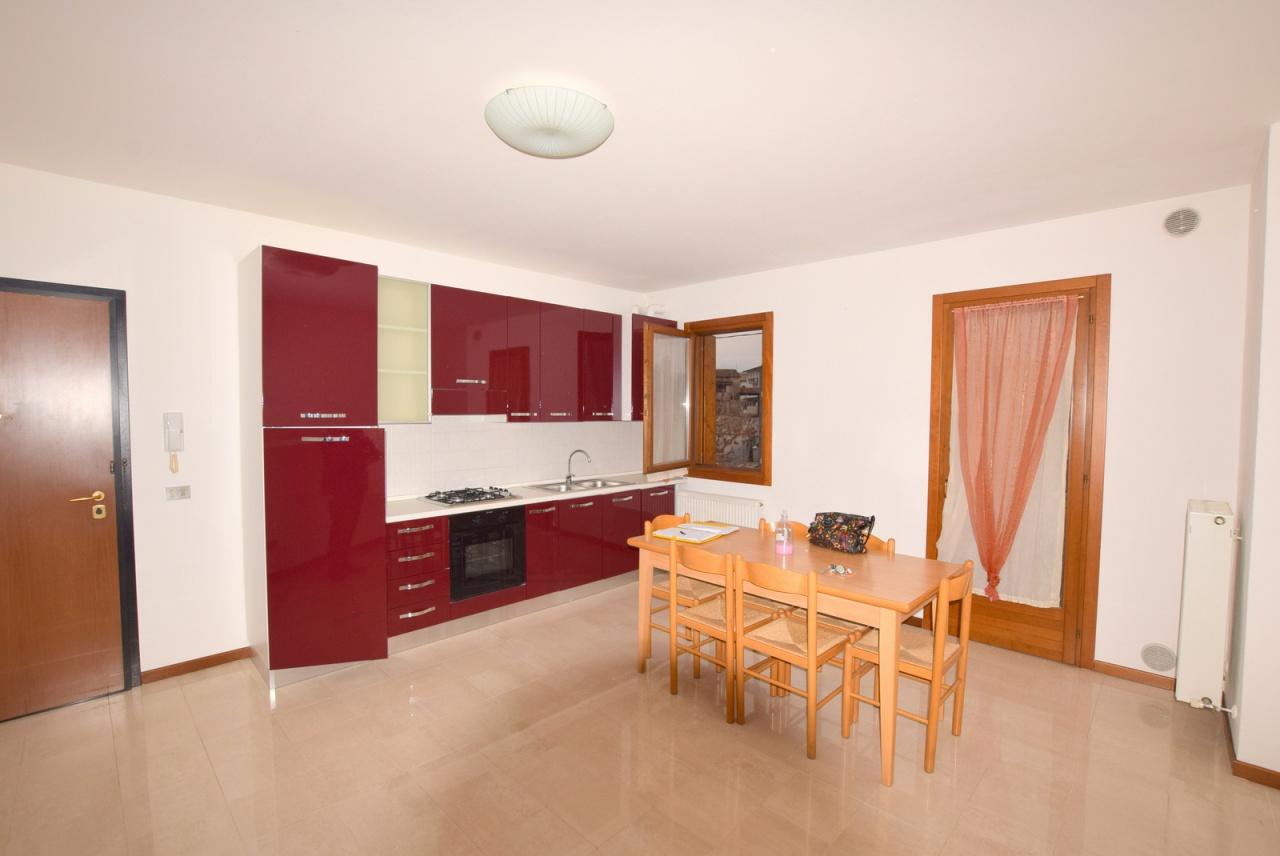 Appartamento in ottime condizioni arredato in vendita Rif. 9170356
