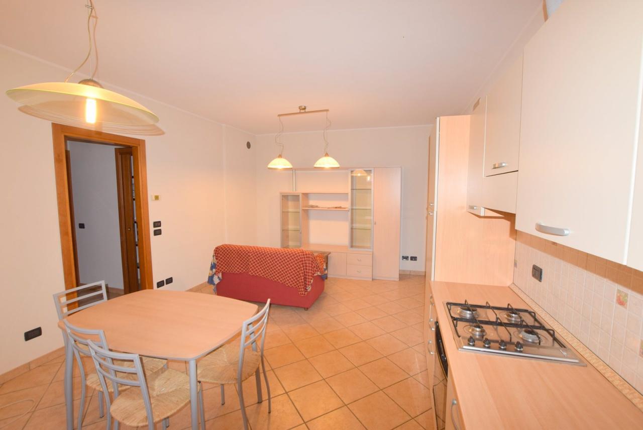 Appartamento in buone condizioni arredato in vendita Rif. 9265386