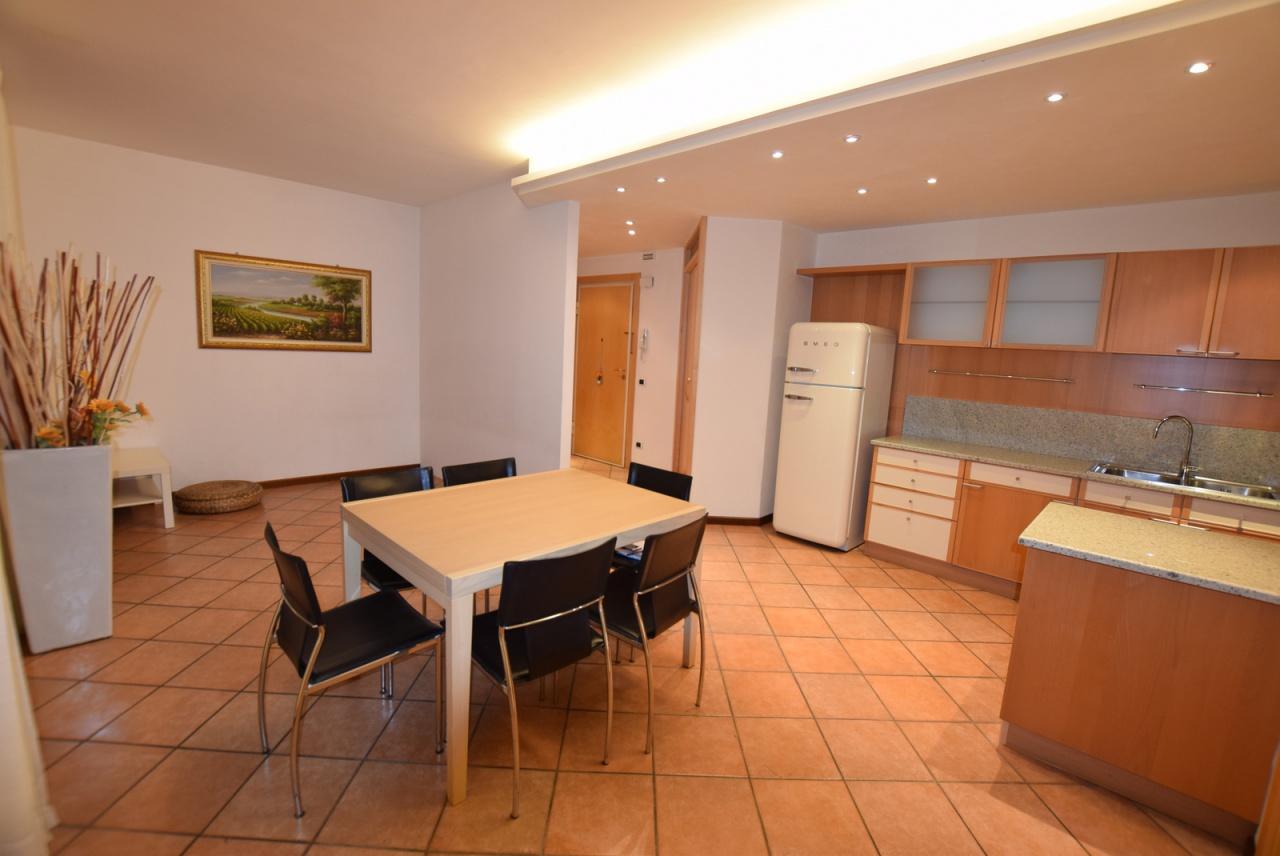 Appartamento in ottime condizioni in vendita Rif. 9265367