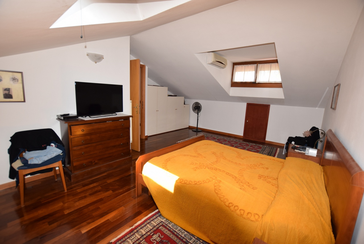 Appartamento in buone condizioni in vendita Rif. 9313610