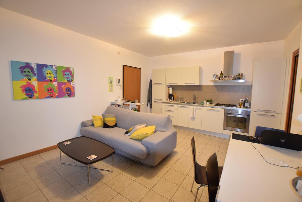 Appartamento in ottime condizioni arredato in vendita Rif. 9313608