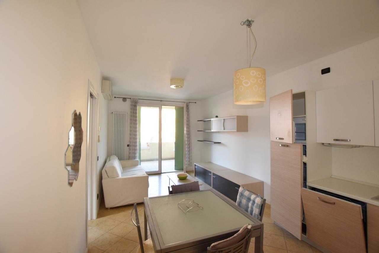 Appartamento in buone condizioni arredato in vendita Rif. 9460027