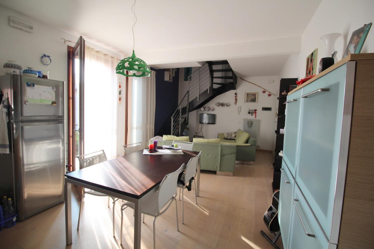 Appartamento in ottime condizioni in vendita Rif. 9509049