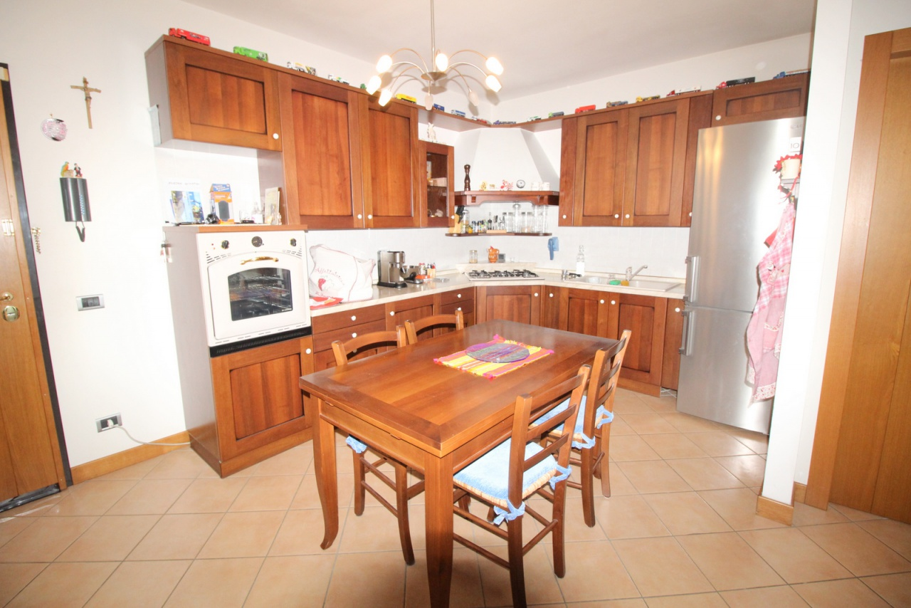 Appartamento in buone condizioni in vendita Rif. 9509051