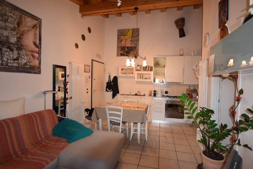 Appartamento in ottime condizioni arredato in vendita Rif. 9514726