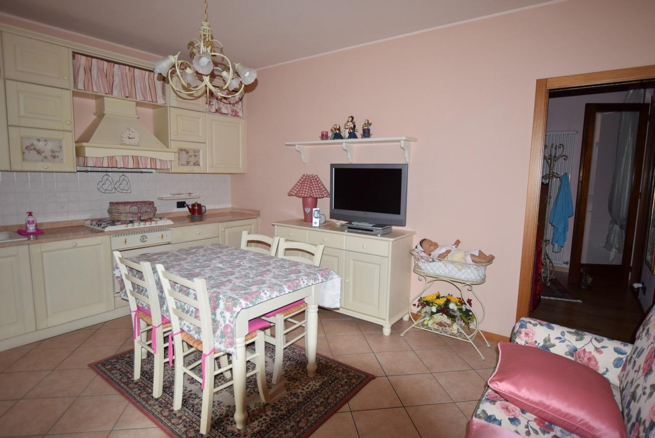 Appartamento in ottime condizioni in vendita Rif. 9603528