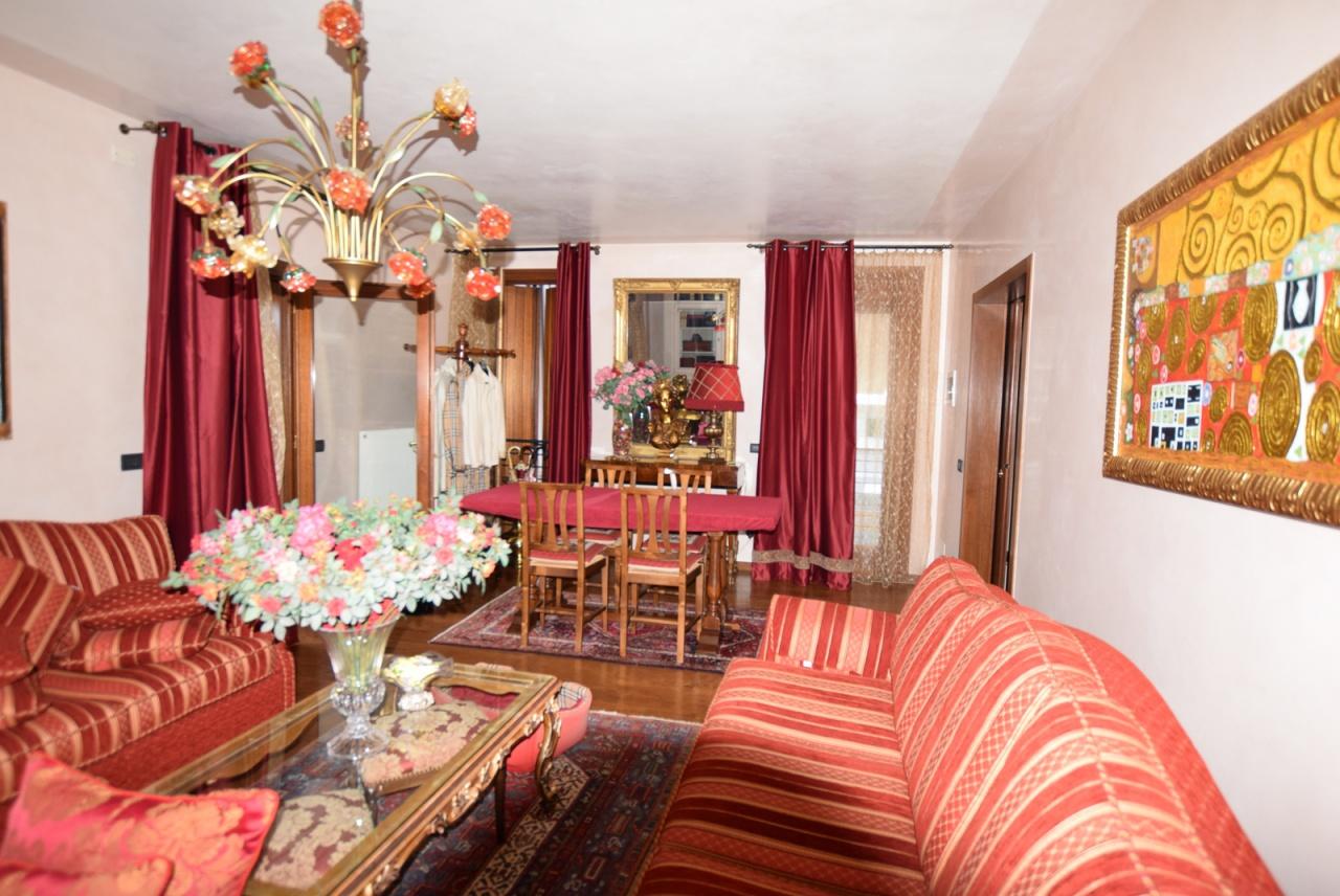 Appartamento in ottime condizioni in vendita Rif. 9603529