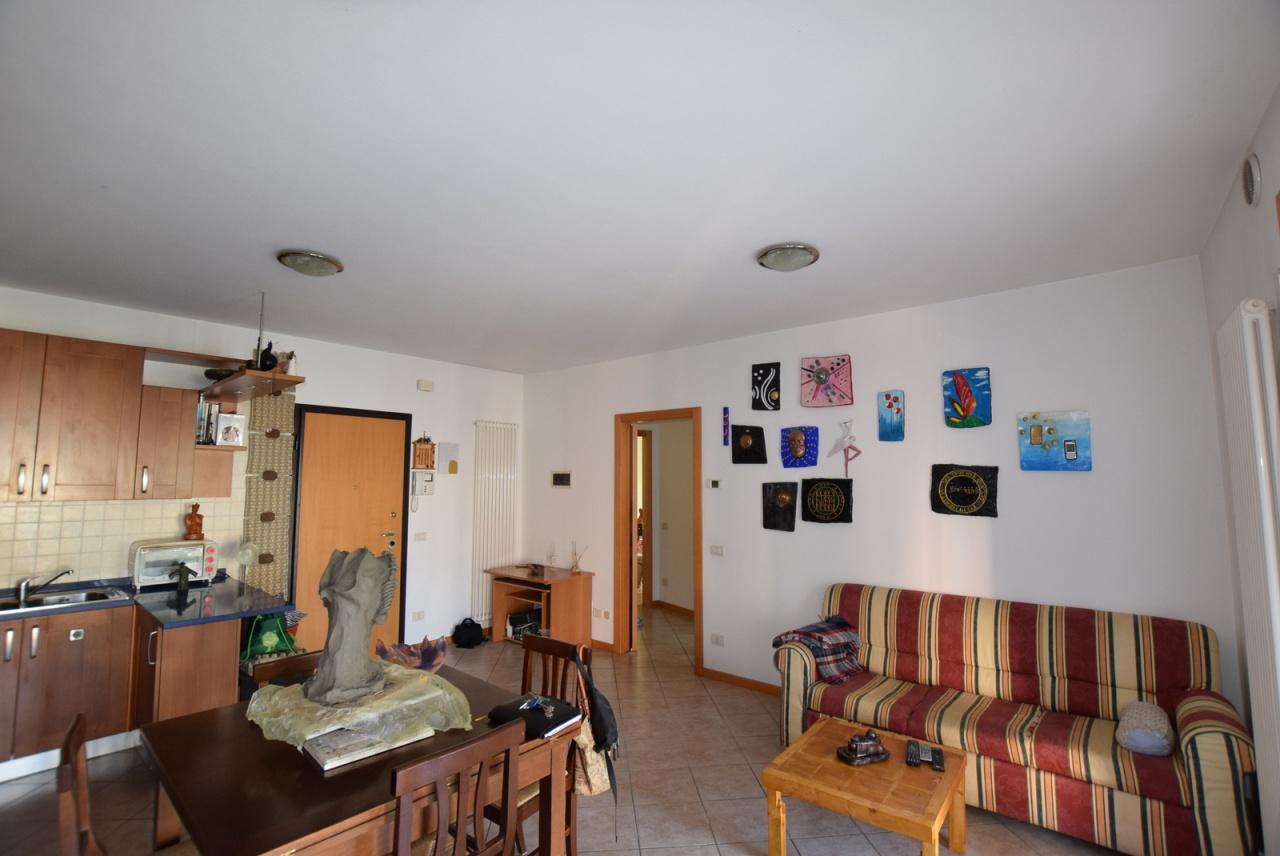 Appartamento in buone condizioni in vendita Rif. 9637350