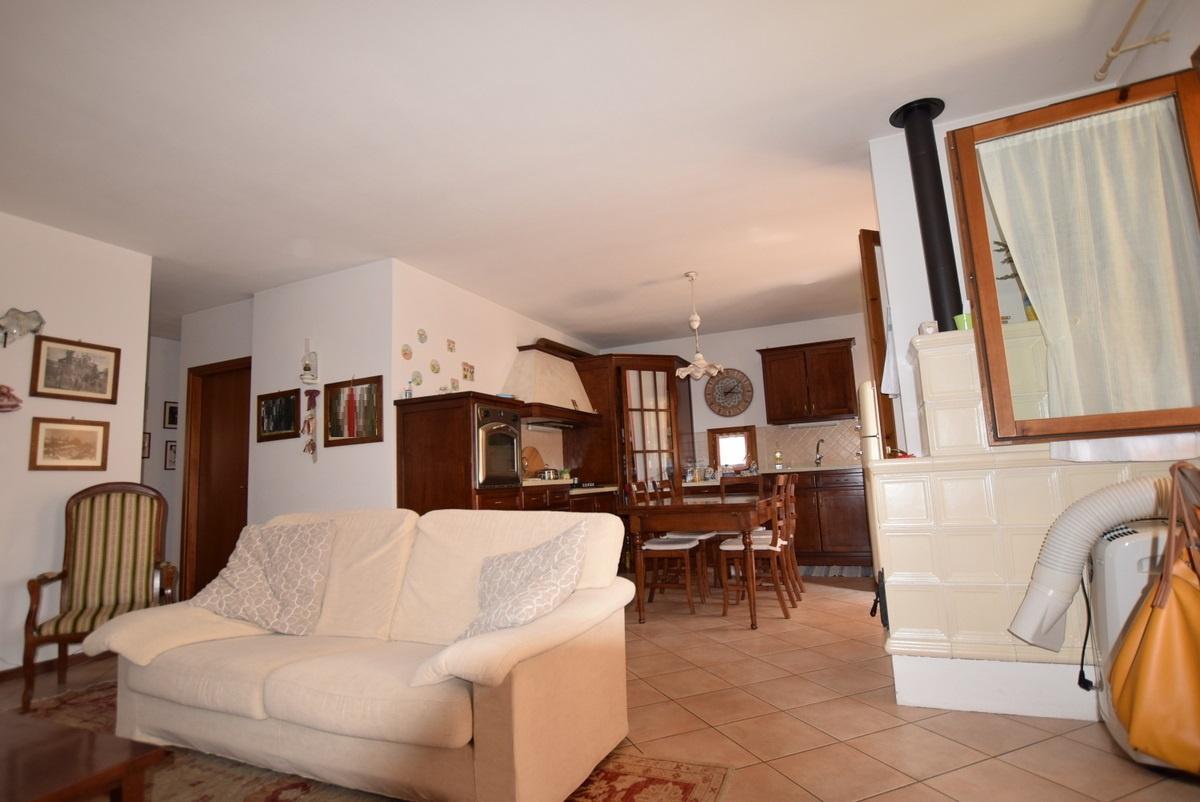 Appartamento in buone condizioni arredato in vendita Rif. 9780251