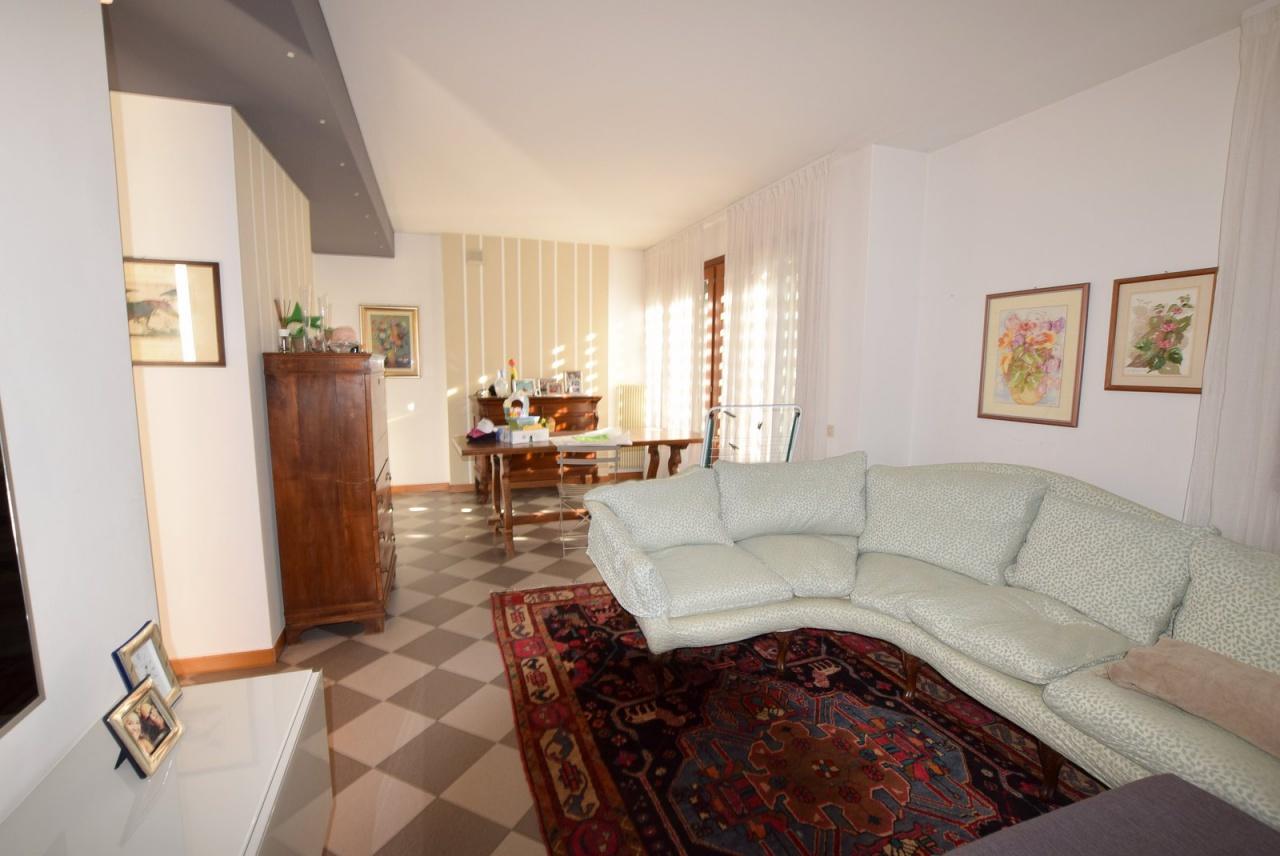 Villetta a schiera in buone condizioni arredato in vendita