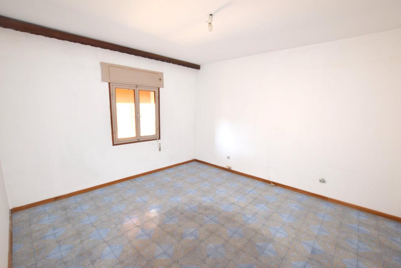 Appartamento in discrete condizioni in vendita Rif. 10046999