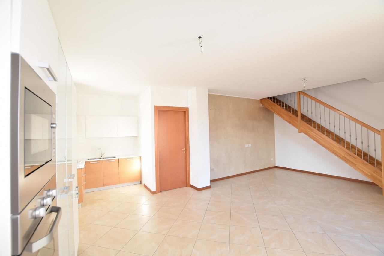Appartamento in ottime condizioni in vendita Rif. 10094638