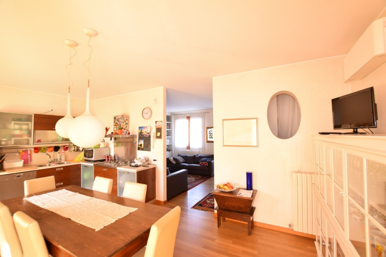 Casa indipendente 5 locali in vendita a Trevignano (TV)