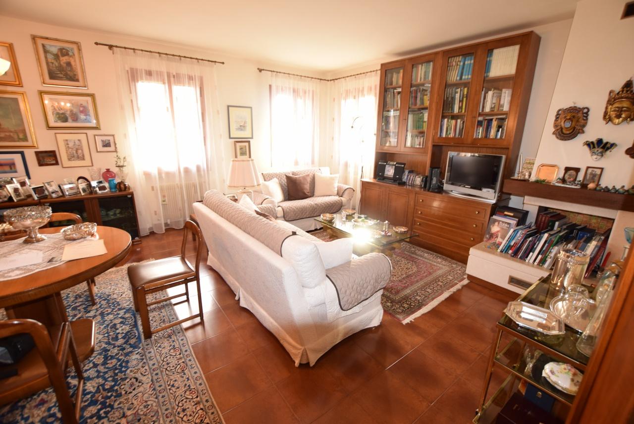 Casa Indipendente in buone condizioni in vendita Rif. 12393237