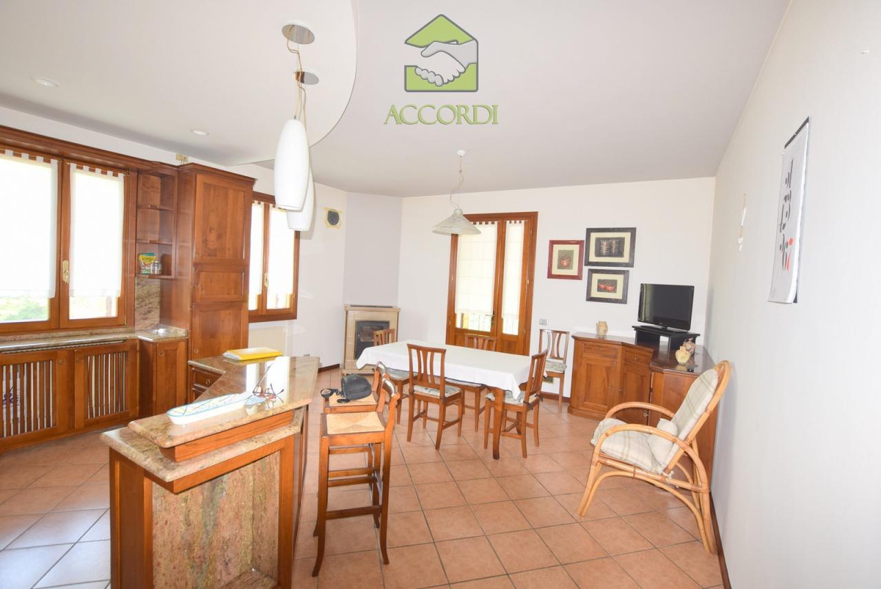 Casa Indipendente in buone condizioni in vendita Rif. 12393253