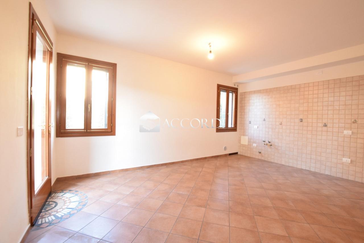 Appartamento in vendita a Spresiano, 3 locali, prezzo € 69.000 | CambioCasa.it