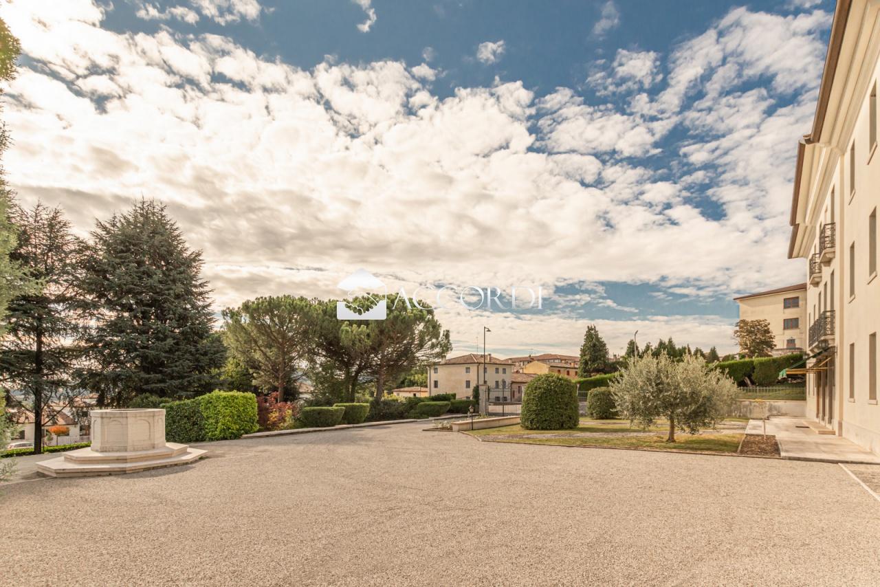 Villa in vendita a Possagno, 21 locali, prezzo € 550.000   CambioCasa.it