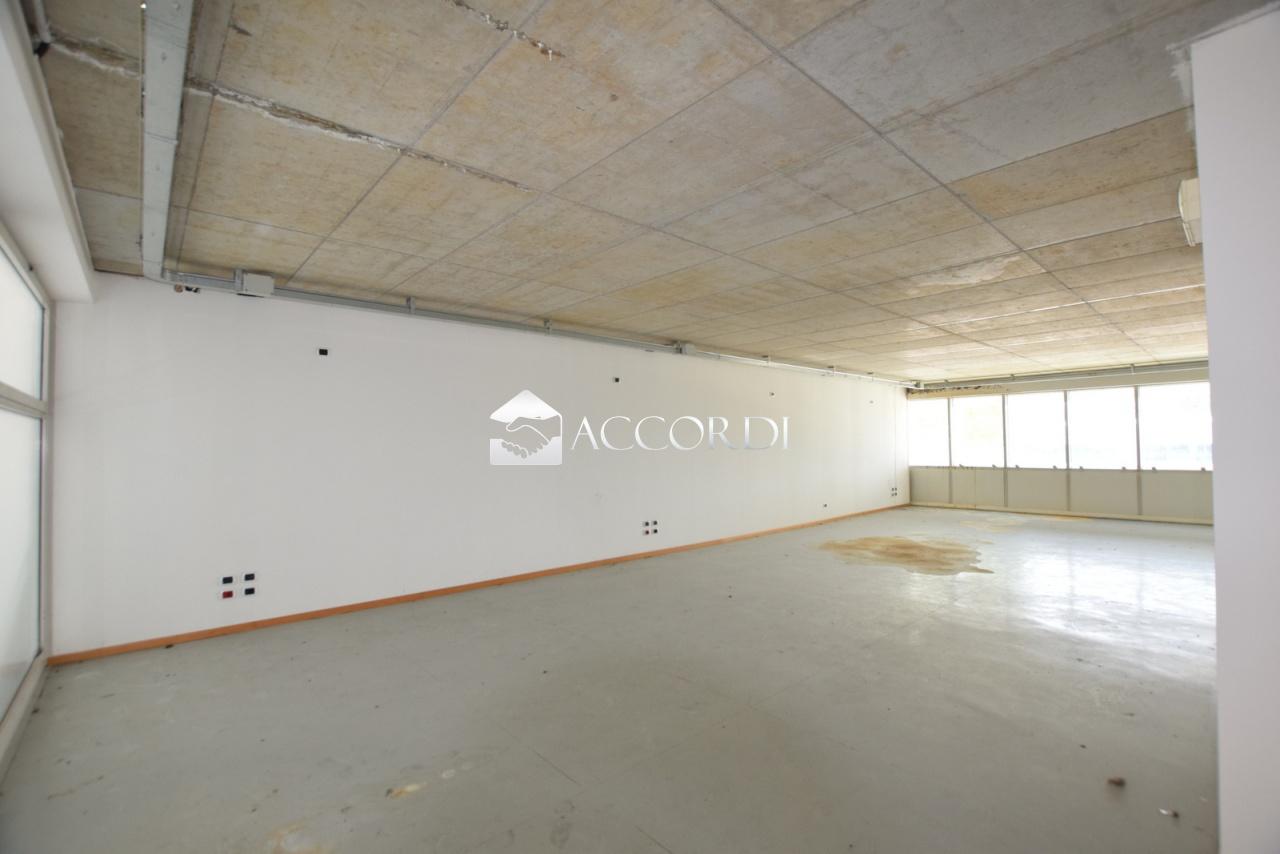 Ufficio / Studio in vendita a Spresiano, 1 locali, prezzo € 110.000   CambioCasa.it