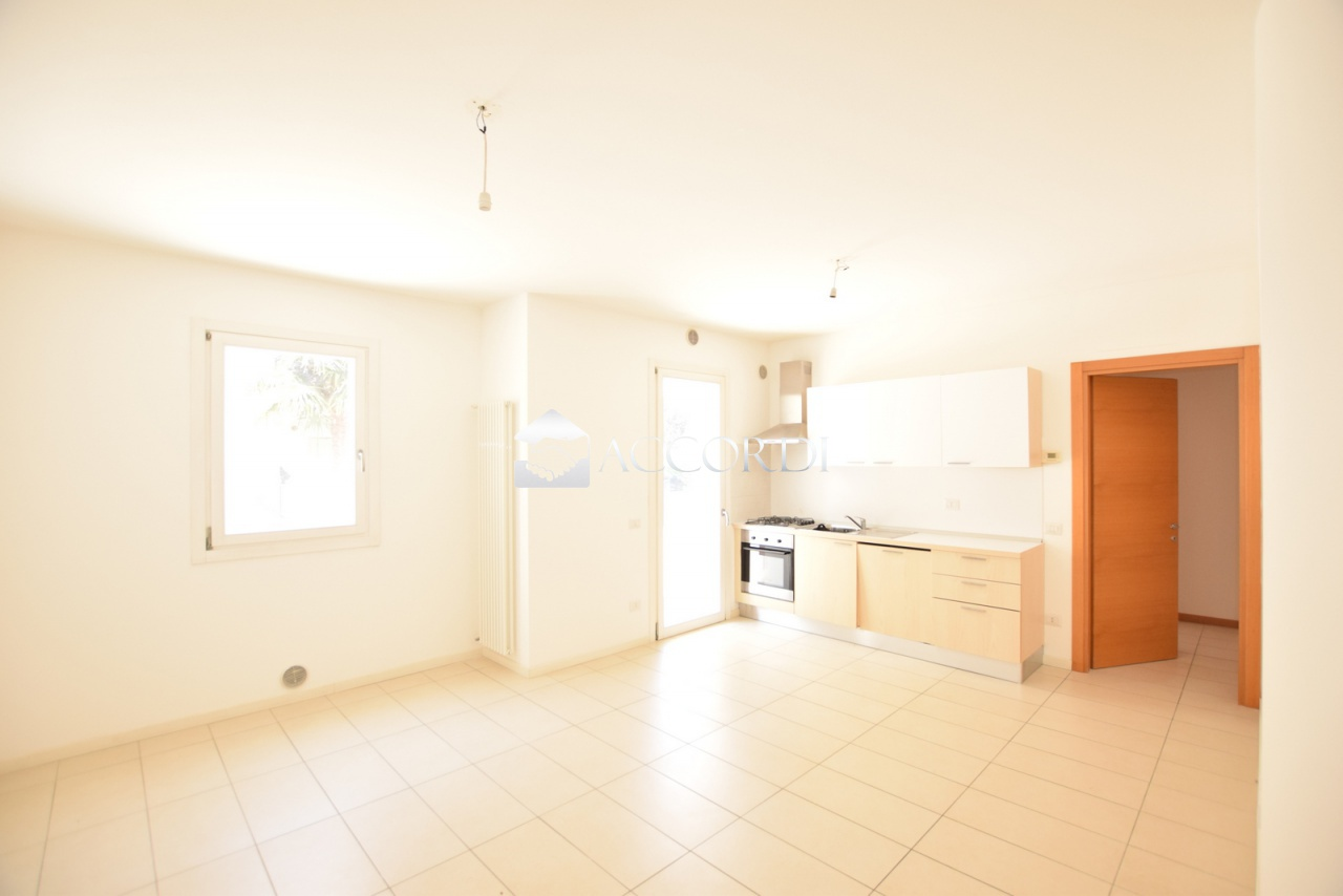 Appartamento in vendita a Spresiano, 3 locali, prezzo € 120.000 | CambioCasa.it