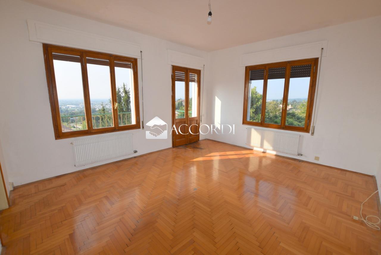Appartamento in vendita a Asolo, 4 locali, prezzo € 150.000   PortaleAgenzieImmobiliari.it