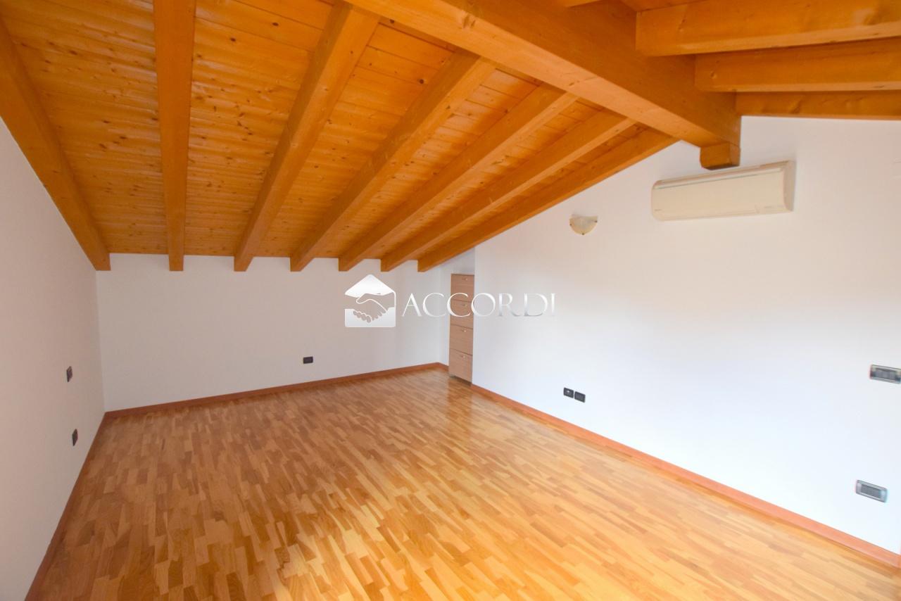 Appartamento in vendita a Trevignano, 6 locali, prezzo € 123.000 | PortaleAgenzieImmobiliari.it