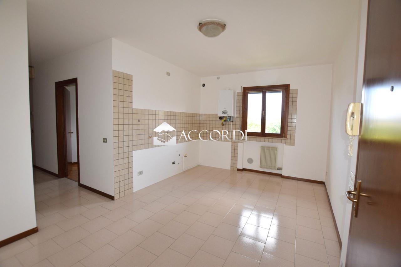 Appartamento in vendita a Trevignano, 3 locali, prezzo € 73.000 | PortaleAgenzieImmobiliari.it