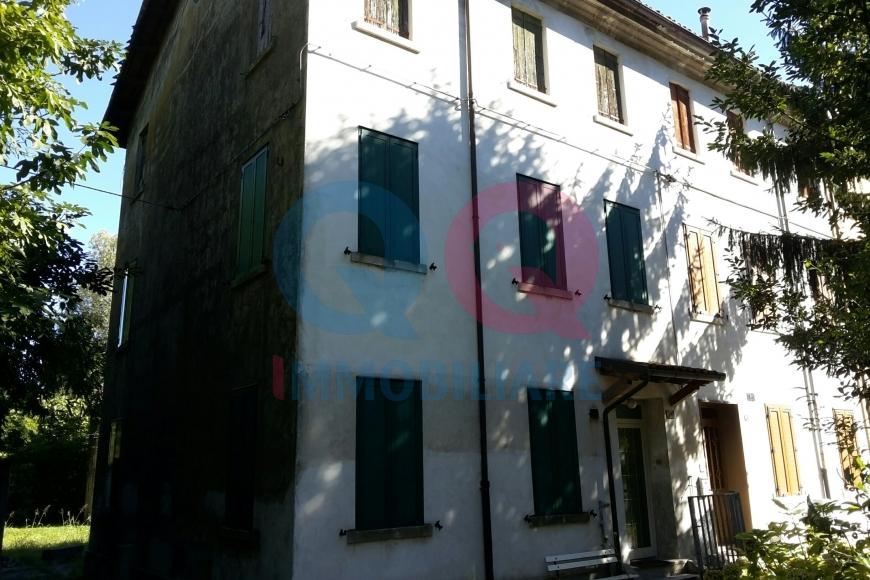 Villa a Schiera in vendita a Latisana, 10 locali, prezzo € 68.000 | Cambio Casa.it