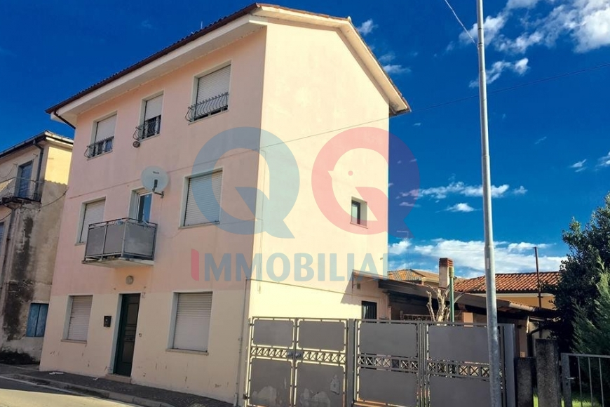 Soluzione Indipendente in vendita a Latisana, 6 locali, prezzo € 119.000 | Cambio Casa.it