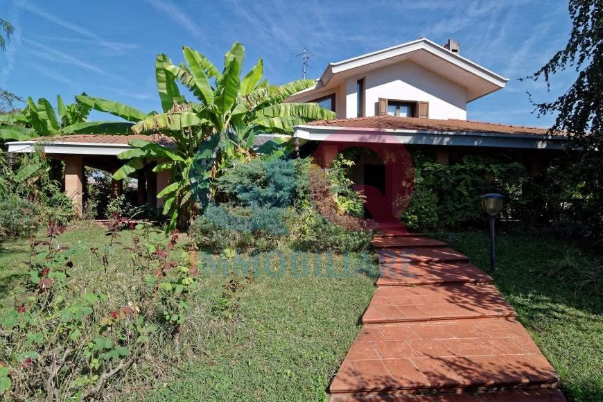 Villa in vendita a Ronchis, 7 locali, prezzo € 290.000   Cambio Casa.it