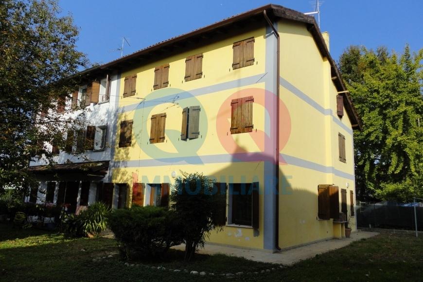 Soluzione Indipendente in vendita a Ronchis, 8 locali, prezzo € 150.000   Cambio Casa.it
